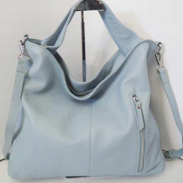 460e712819c9 Женская сумка из мягкой натуральной кожи голубого цвета