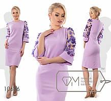 Женское платье с пайетками на рукавах