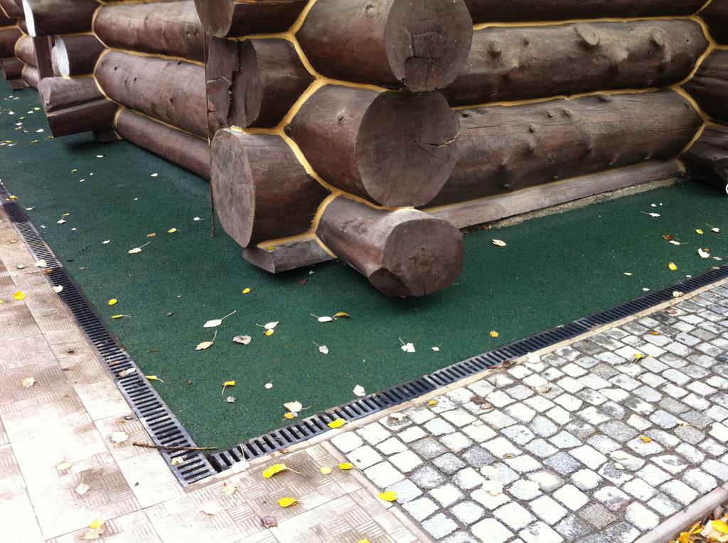 Укладка резинового покрытия отмостках вокруг кафе г.Харьков