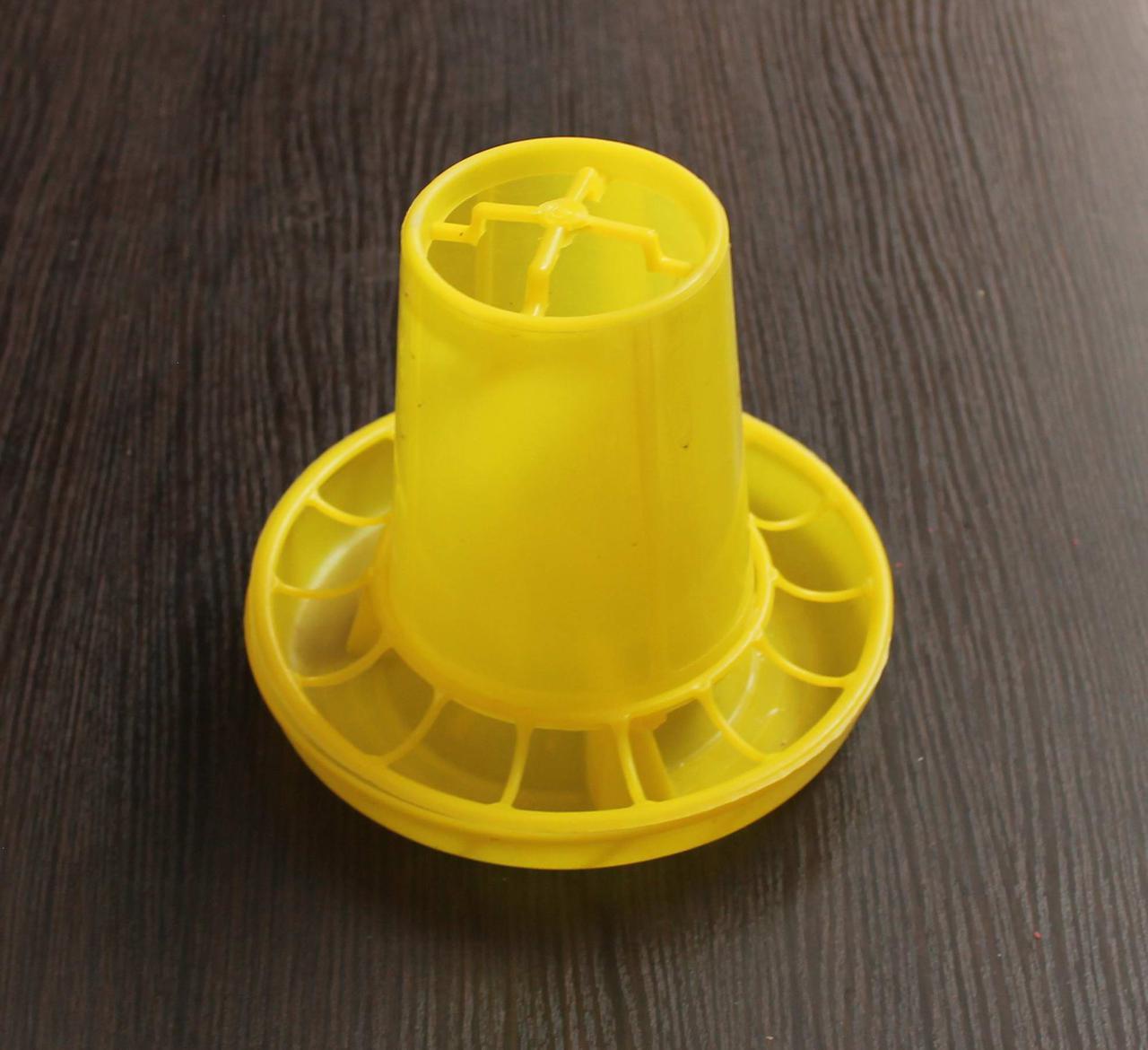 Кормушка для цыплят желтая объем 1 л