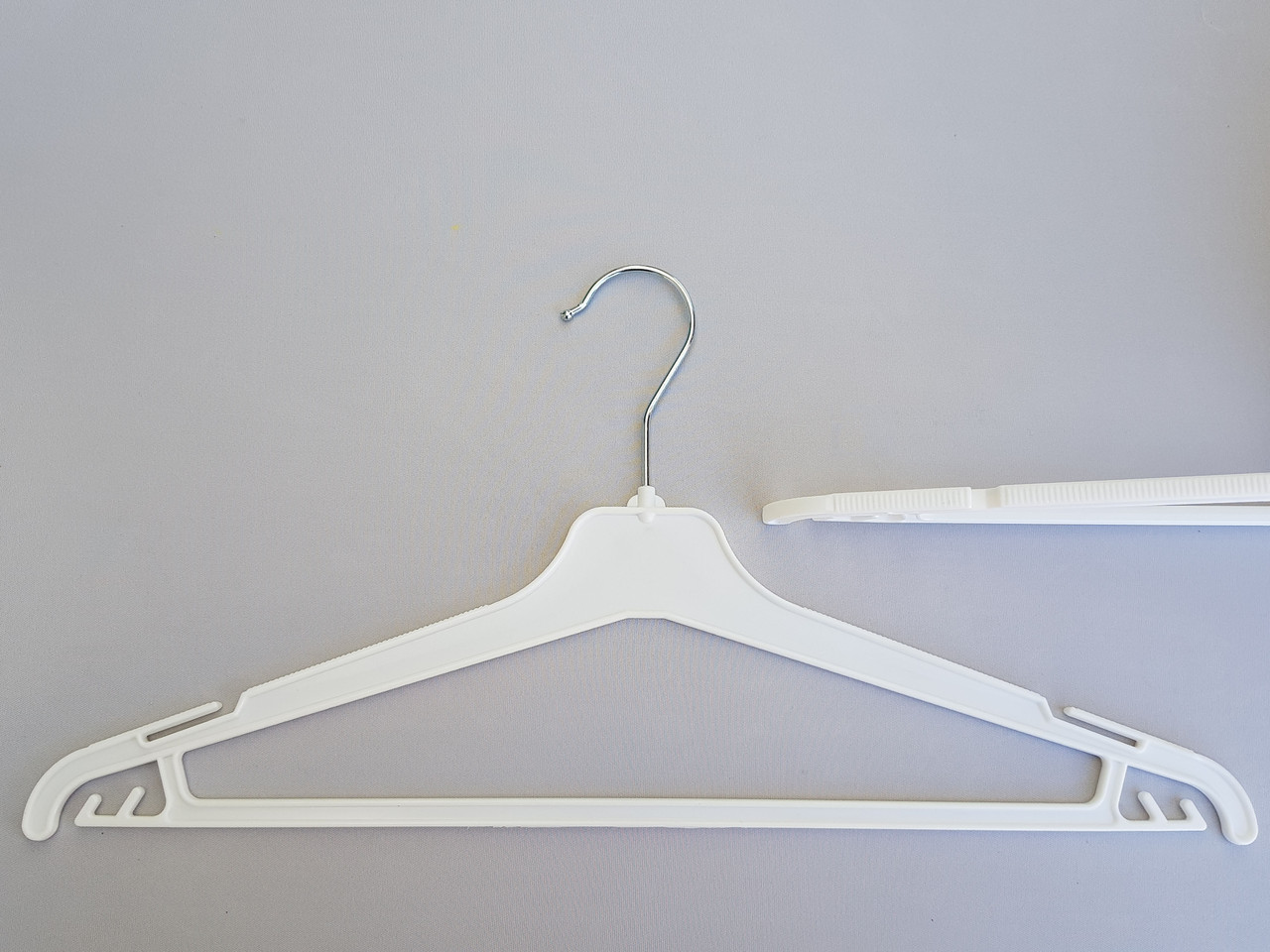 Длина 45 см. Плечики вешалки пластмассовые V-PY45 белые