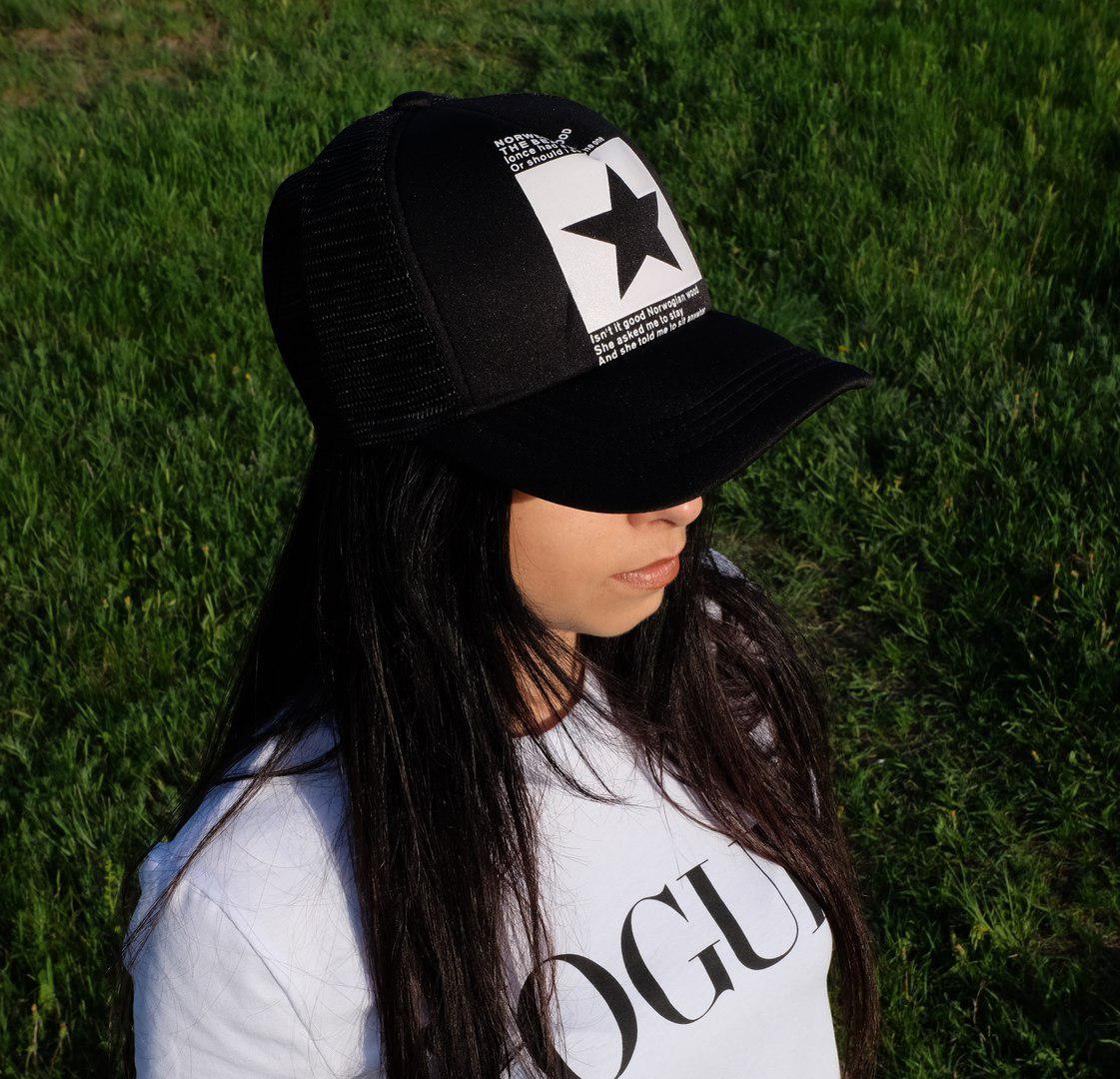 Женская кепка с логотипом звезда сзади сетка