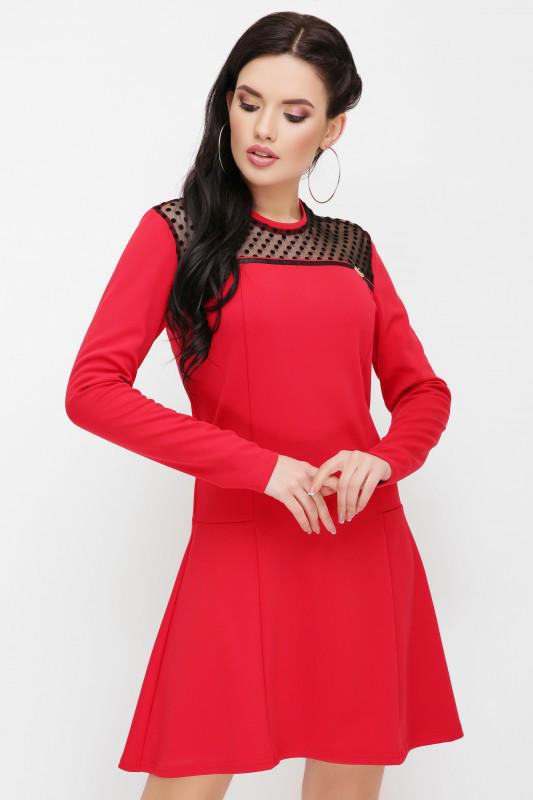 Красивое женское платье с сеткой