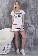 Приталенное летнее спортивное мини платье с коротким рукавом и принтом белое
