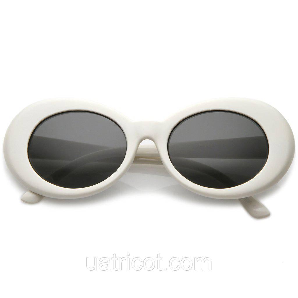 Овальные солнцезащитные очки со смоки линзой