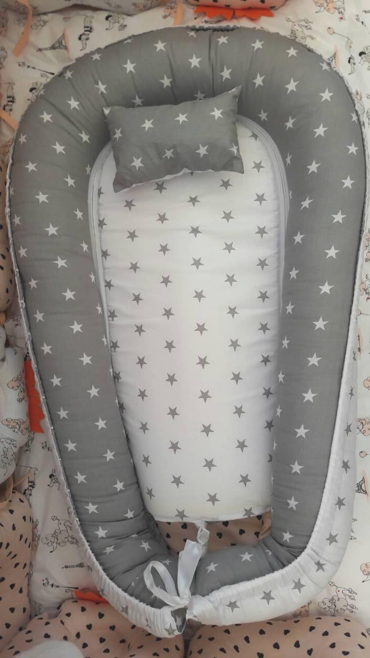 Кокон для новорожденных бело-серый MAXI P0204