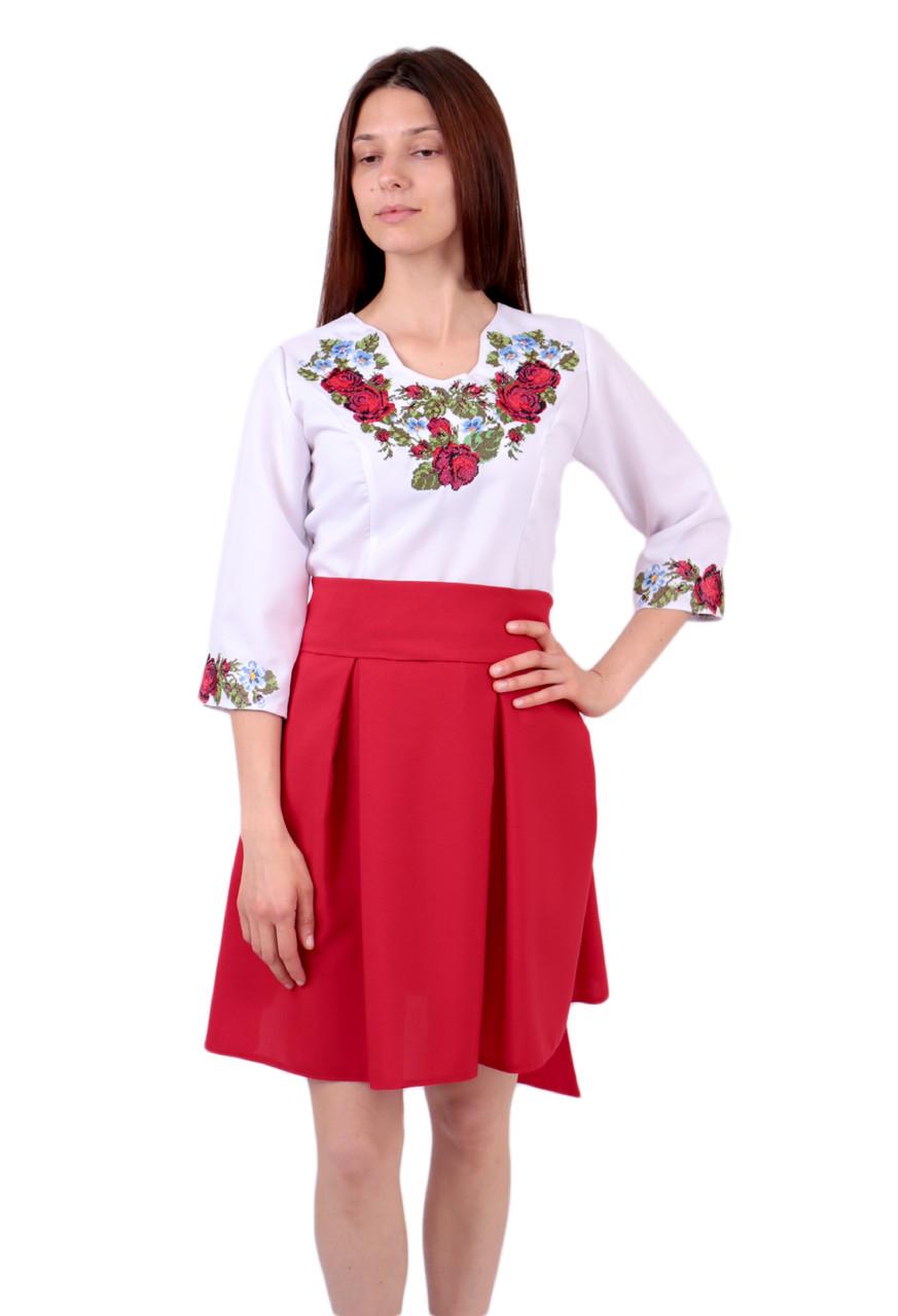 Вишите коротке плаття на габардині біло-червоного кольору з машинною вишивкою