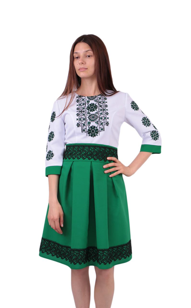 Вишите коротке плаття на габардині біло-зеленого кольору з машинною вишивкою efdfa2dc21d84
