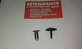Клипса обшивки с пистоном Д=7 черная