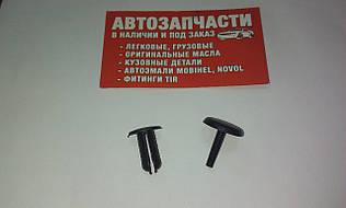 Клипса обшивки с пистоном Д=8 черная