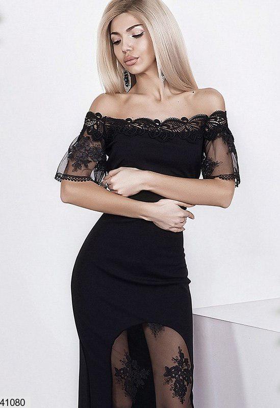 Нарядное платье средней длины облегающее короткий рукав с кружными вставками черное