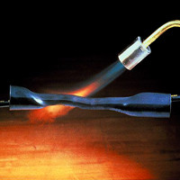 Термоусаживаемая трубка (термотрубка) 3М™HDT-A 85/26 мм, длина 1 м с клеевым подслоем.