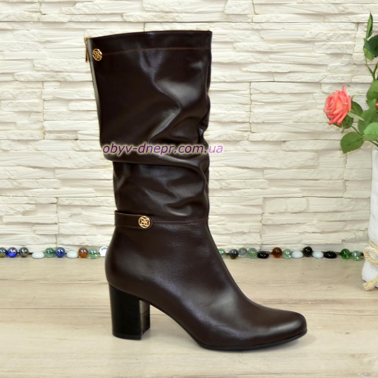 Зимние кожаные женские сапоги на невысоком каблуке, цвет коричневый