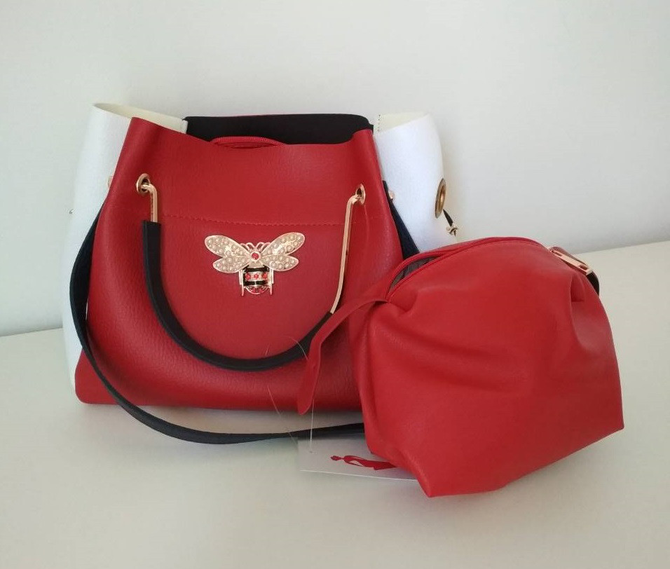 88cfacd658f1 Женская сумка красно-белая с синими ручками и эмблемой пчела