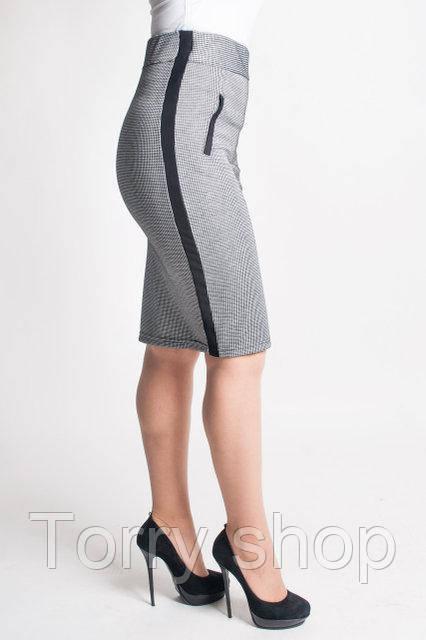 Трикотажная приталенная юбка с высокой посадкой, серый геометрический узор