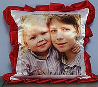 Подушка с красными рюшами, фото 1