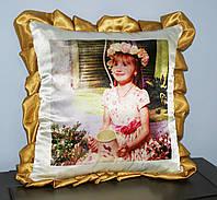 Подушка с золотистыми рюшками, фото 1