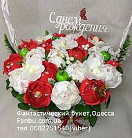 """Конфетный букет с бело-красными розами и надписью""""С днем рождения""""№25"""