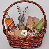 Подарочный набор в корзине. Виски, шоколад, игрушка (мужчине, директору, врачу, другу). Оригинальный подарок.