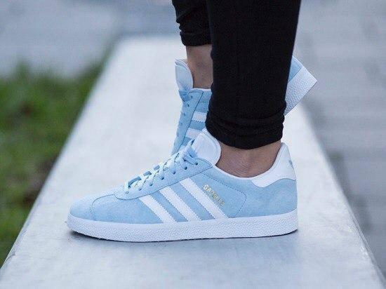 Женские кроссовки Adidas gazelle цвет голубой (реплика)