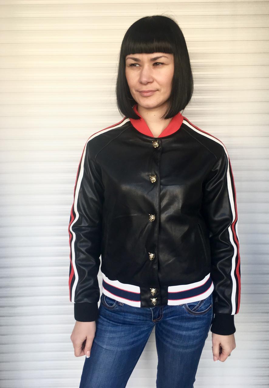 Куртка женская из экокожи черная короткая с лампасами