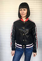 Куртка женская из экокожи черная короткая с лампасами, фото 1