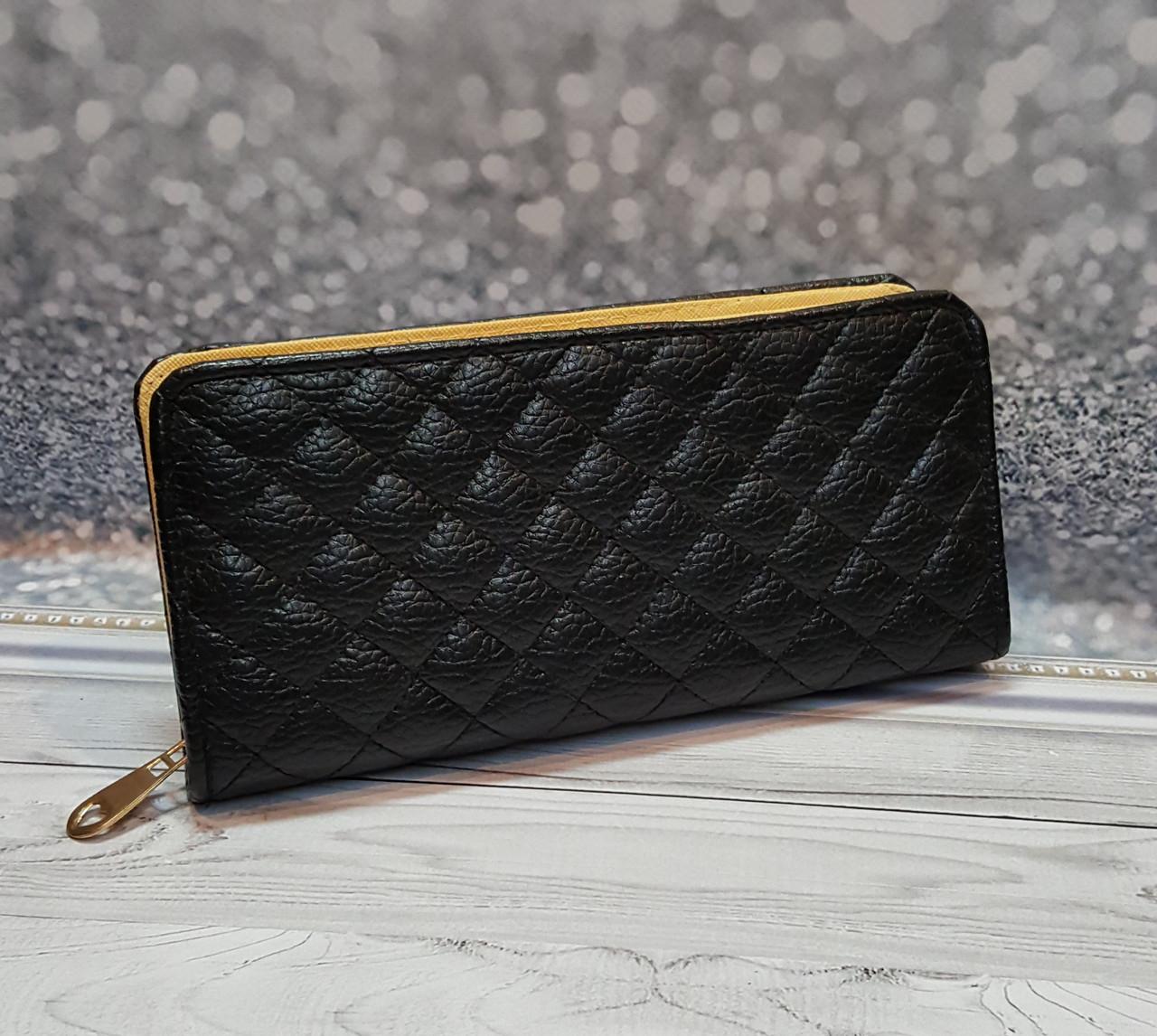 Чорний стьобаний гаманець