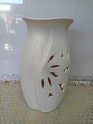 Настольная ваза резная