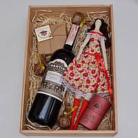 Подарочный набор для девушки (вино мартини, кукла тильда, шоколад, конфеты). Оригинальный подарок