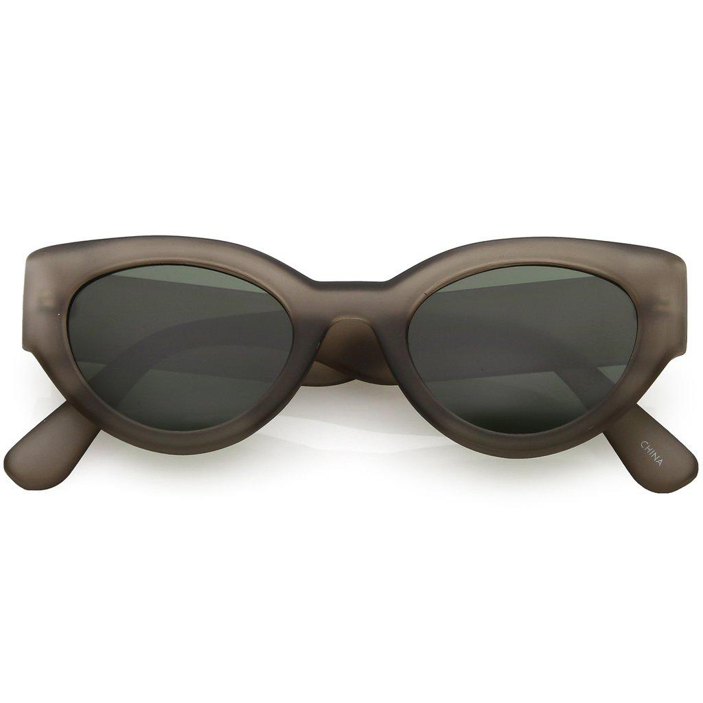 Женские солнцезащитные очки Сat eye в матовой серой оправой и зелёными линзами