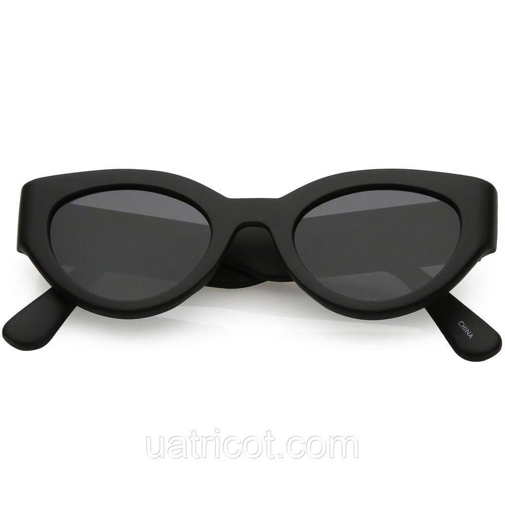 Женские солнцезащитные очки Сat eye в чёрной матовой оправе и смоки линзами