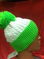 молодёжная стильная  шапка с бубоном  и отворотом и крупным рисунком