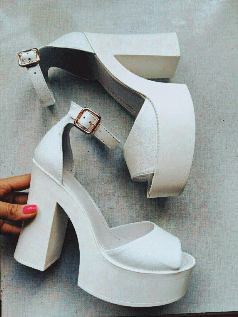 2a7714691 Модные женские босоножки на платформе и широком каблуке белые натуральная  кожа
