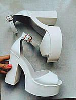 Модные женские босоножки на платформе и широком каблуке белые натуральная кожа