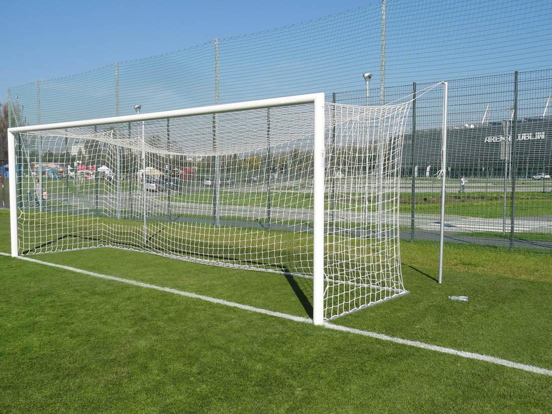 Сетка для футбольных ворот 120х120мм белая (шнур 3,5 мм.)