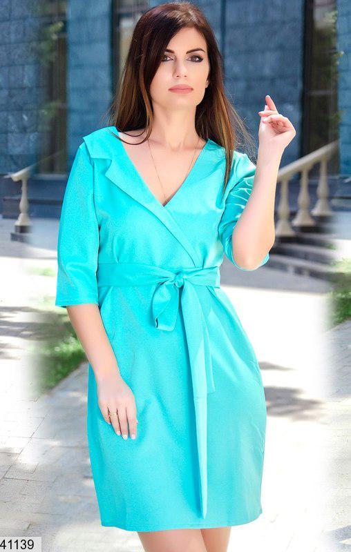 Летнее платье короткое на запах полу приталенное ментоловое