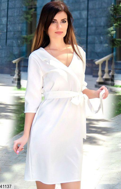 Модное платье выше колен прямое завязывается белое