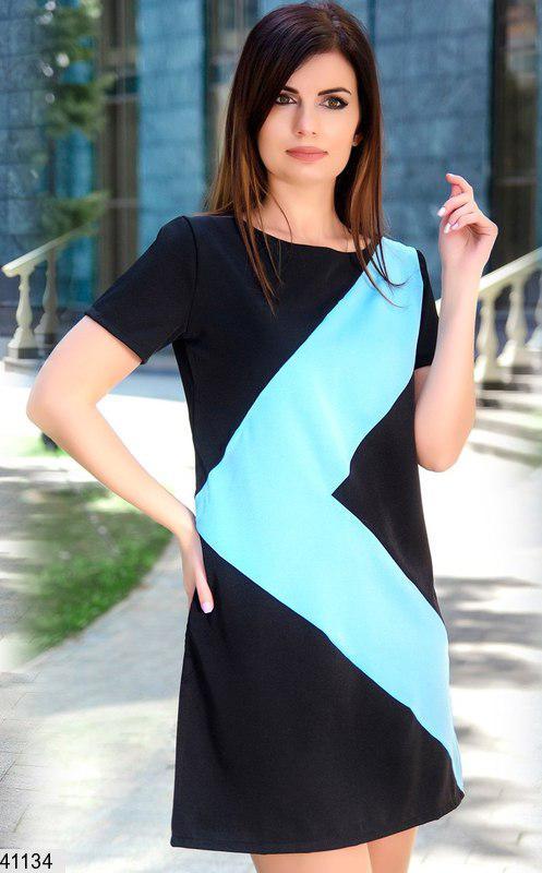 Модное платье мини прямое с коротким рукавом костюмка черное с голубым