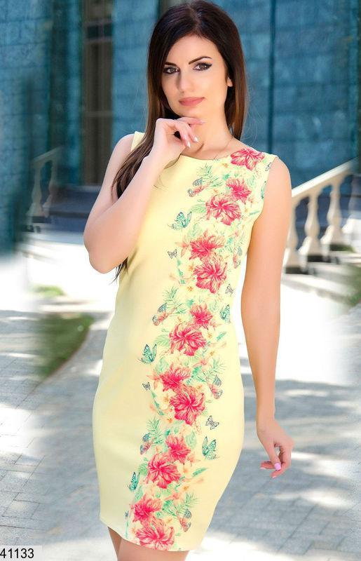 Летнее платье без рукав короткое приталенное желтое с цветами