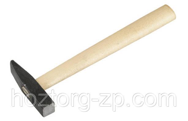 Молоток  слесарный с деревянной ручкой 0,5 кг