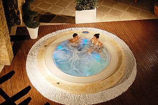 MAXI spa - спа бассейны необычных форм и больших размеров для терассы или площадки у моря. Легкий бриз создает романтическую атмосферу, а спа бассейн дарит минуты незабываемого отдыха...