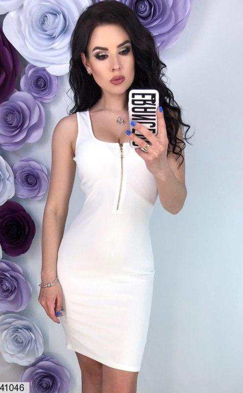 Летнее платье мини без рукав по фигуре белое