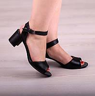 Кожаные женские босоножки на невысоком каблуке