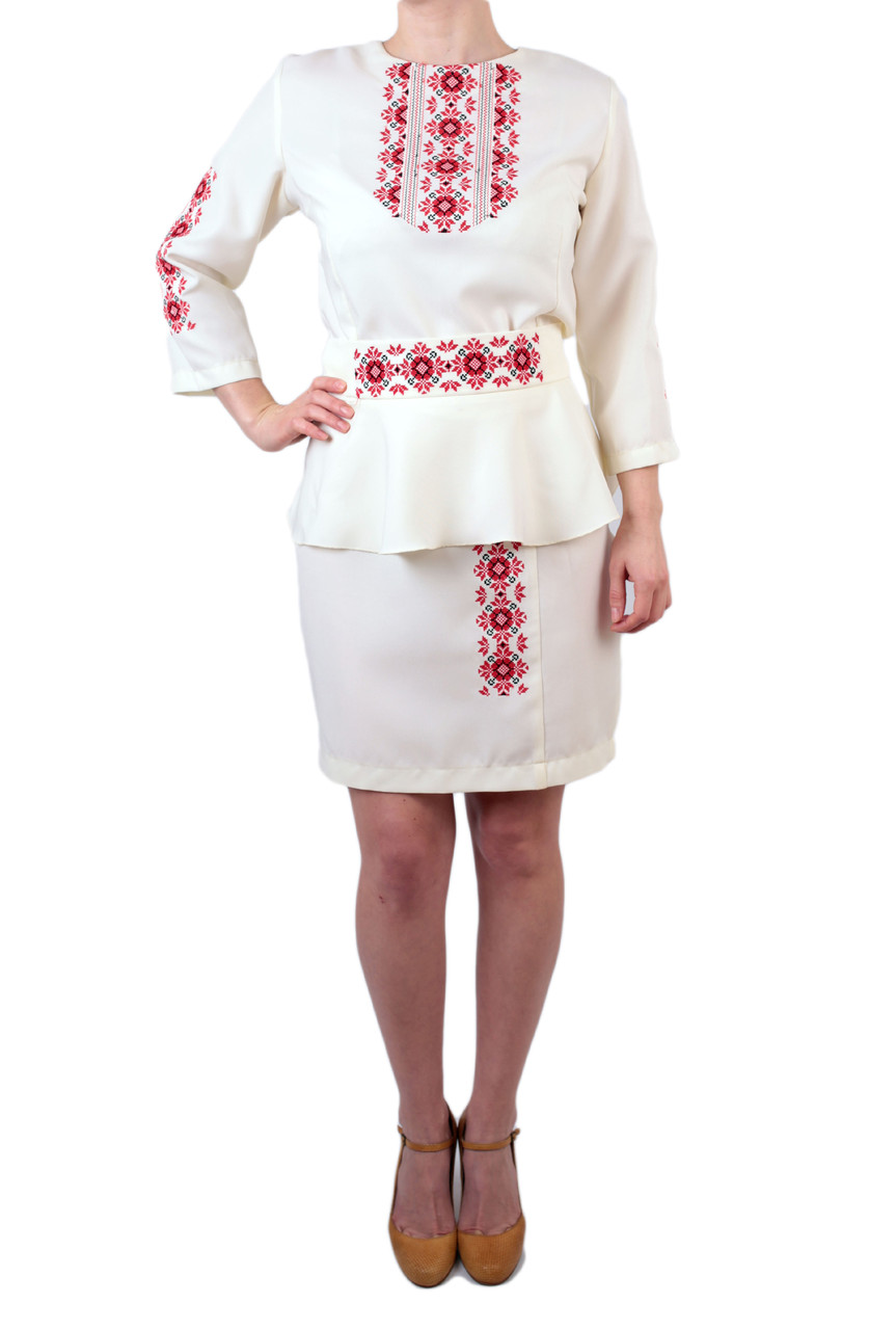 4de37543843a29 Жіночий вишитий костюм на габардині молочного кольору з машинною вишивкою -  Інтернет-магазин вишиванок для