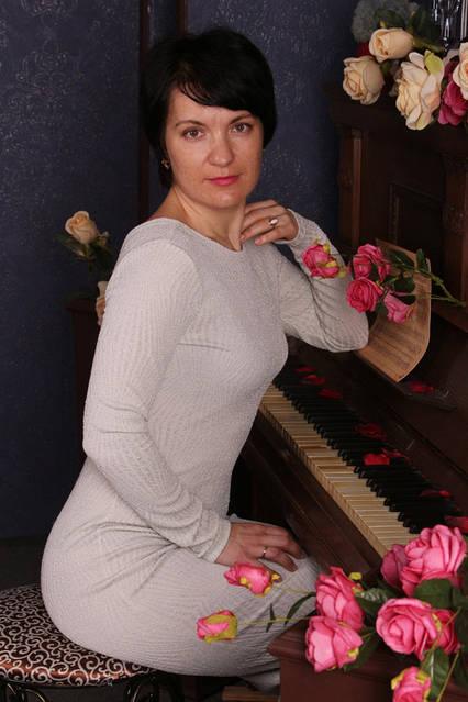 Наталья, директор Studio Pilates, инструктор йоги, психолог.  Специализируется в следующих направлениях: йога пилатес с оборудованием калланетика Опыт работы более  8 лет.