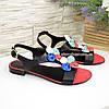 Босоножки женские кожаные черного цвета, декорированы разноцветными цветами, фото 4