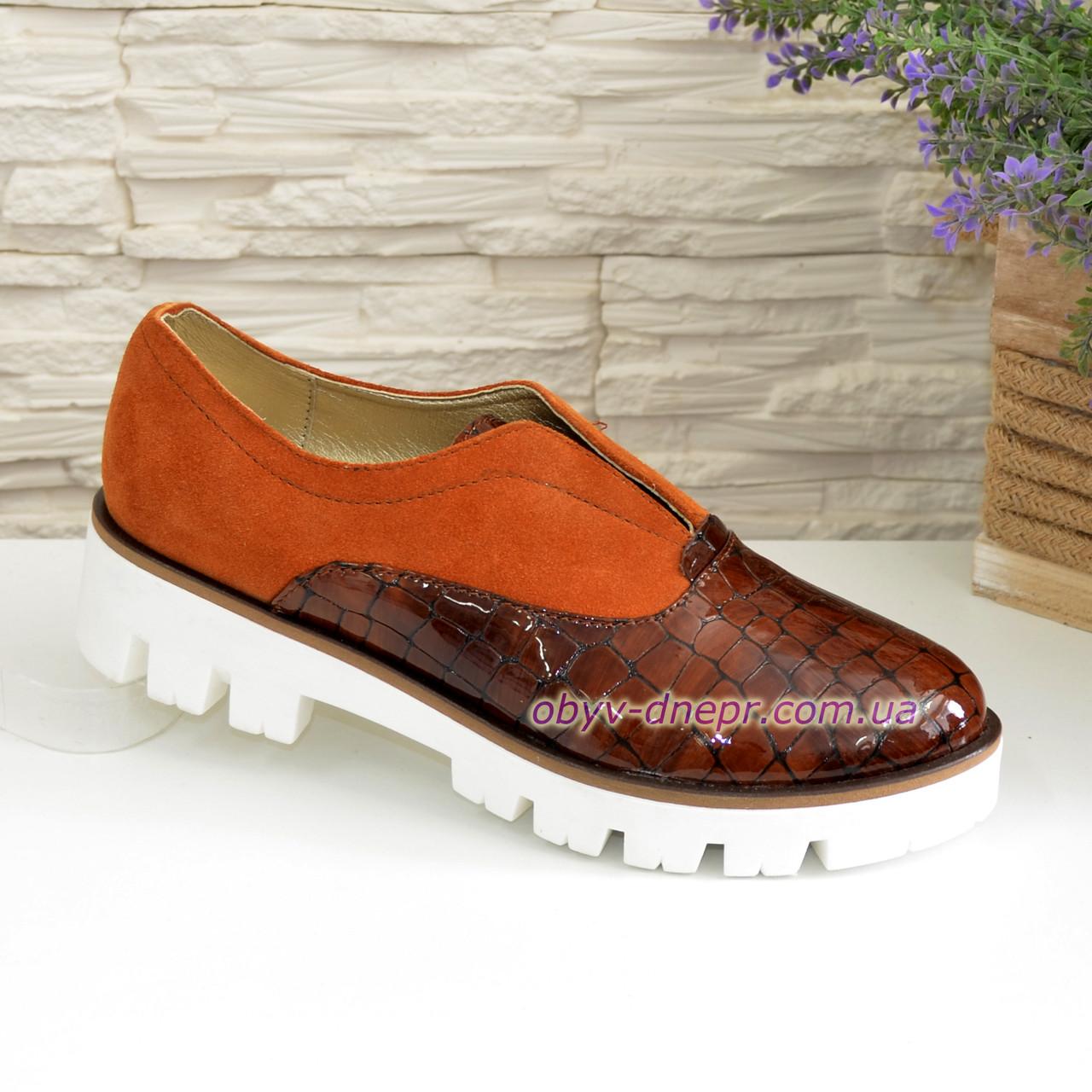 Женские туфли на утолщенной подошве, рыжая замша и кожа рептилия.