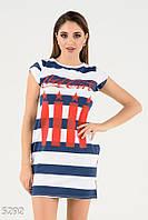 Темно-синее в широкую белую полосу платье с красным принтом на груди