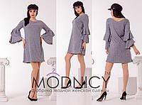 Светло-серое трикотажное женское платье рубчик с двойными рюшами на рукавах.  Арт-6630/52, фото 1