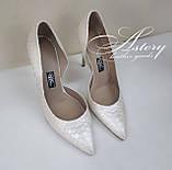 Жіночі білі перлинні туфлі з пітона на шпильці, фото 2